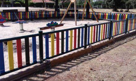 Finalizado el vallado del parque infantil de la Urbanización Las Villas